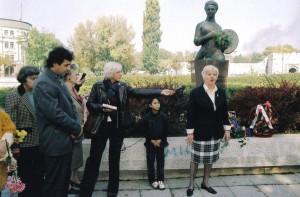 Споменик Надежди Петровић, једној од оснивача КСС, на Кеју Кола српских сестара